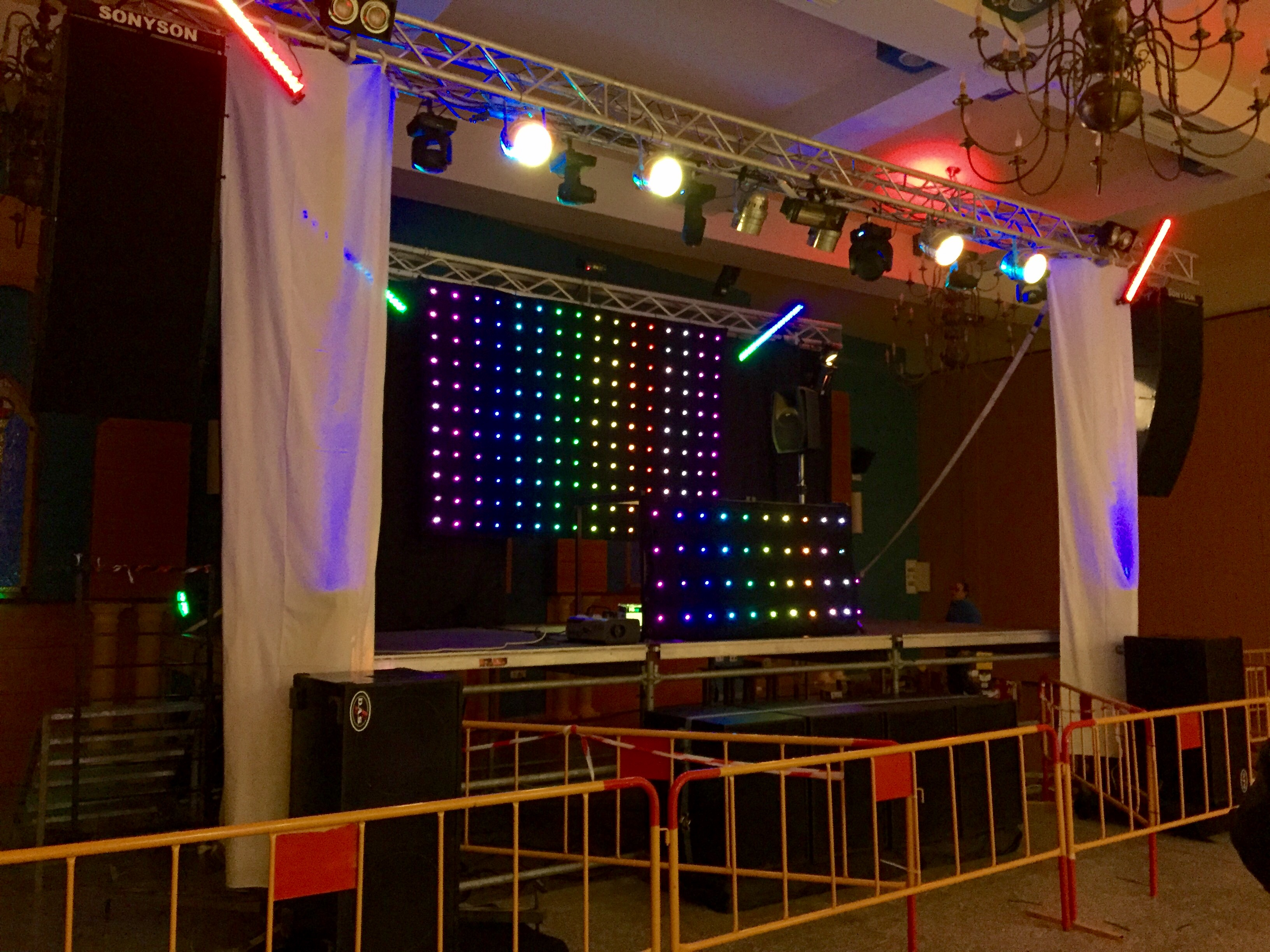 Line array y Cortinas Led - espectaculos sonyson